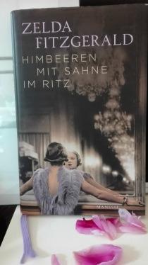 Himbeeren mit Sahne im Ritz bearbeitet